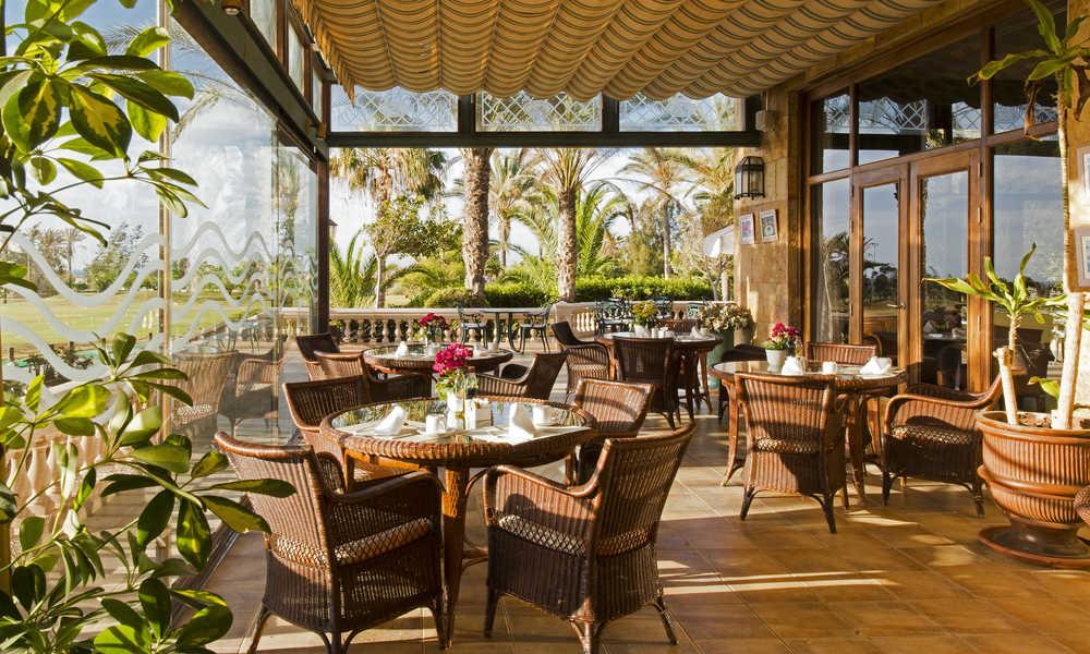 dining table at elba palace golf hotel