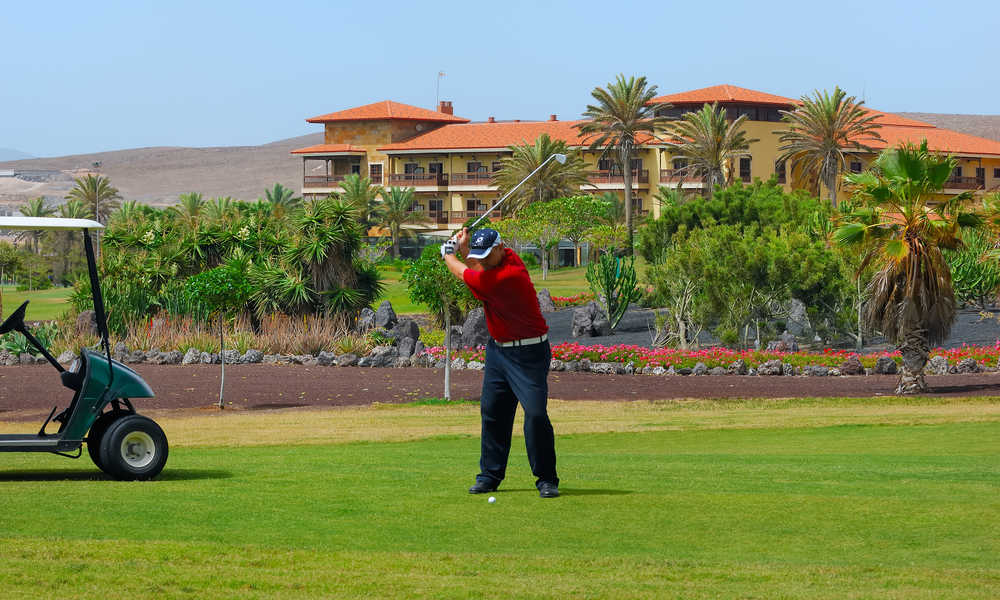 man playing golf at the elba palace hotel