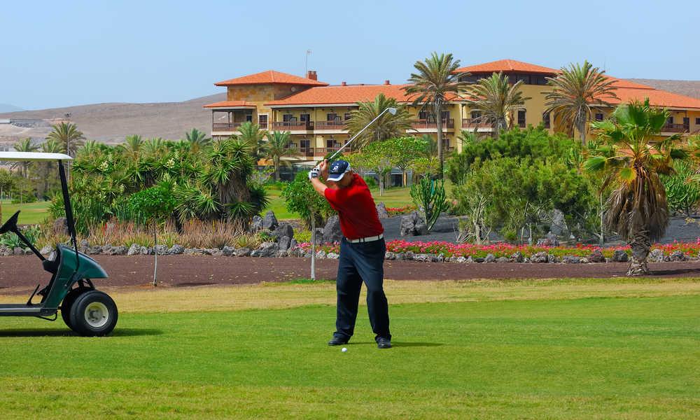 man playing golf at the elba palace hotel