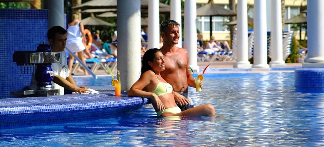 Sol Pelicanos Pool Bar