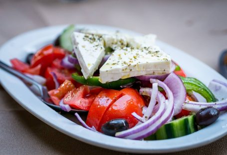 How to make Greek salad at home