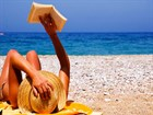Girl -reading -on -beach -md